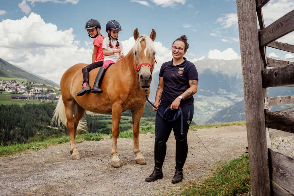 Riding Holidays in Tyrol at the Riding Ranch in Serfaus – Nature Hotel  Feriengut Darrehof - Darrehof